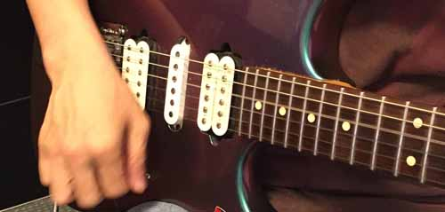 ギター ストローク(右手)