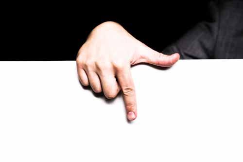 男性の指 01